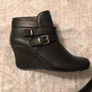 Kenneth Cole reaction black wedge booties new
